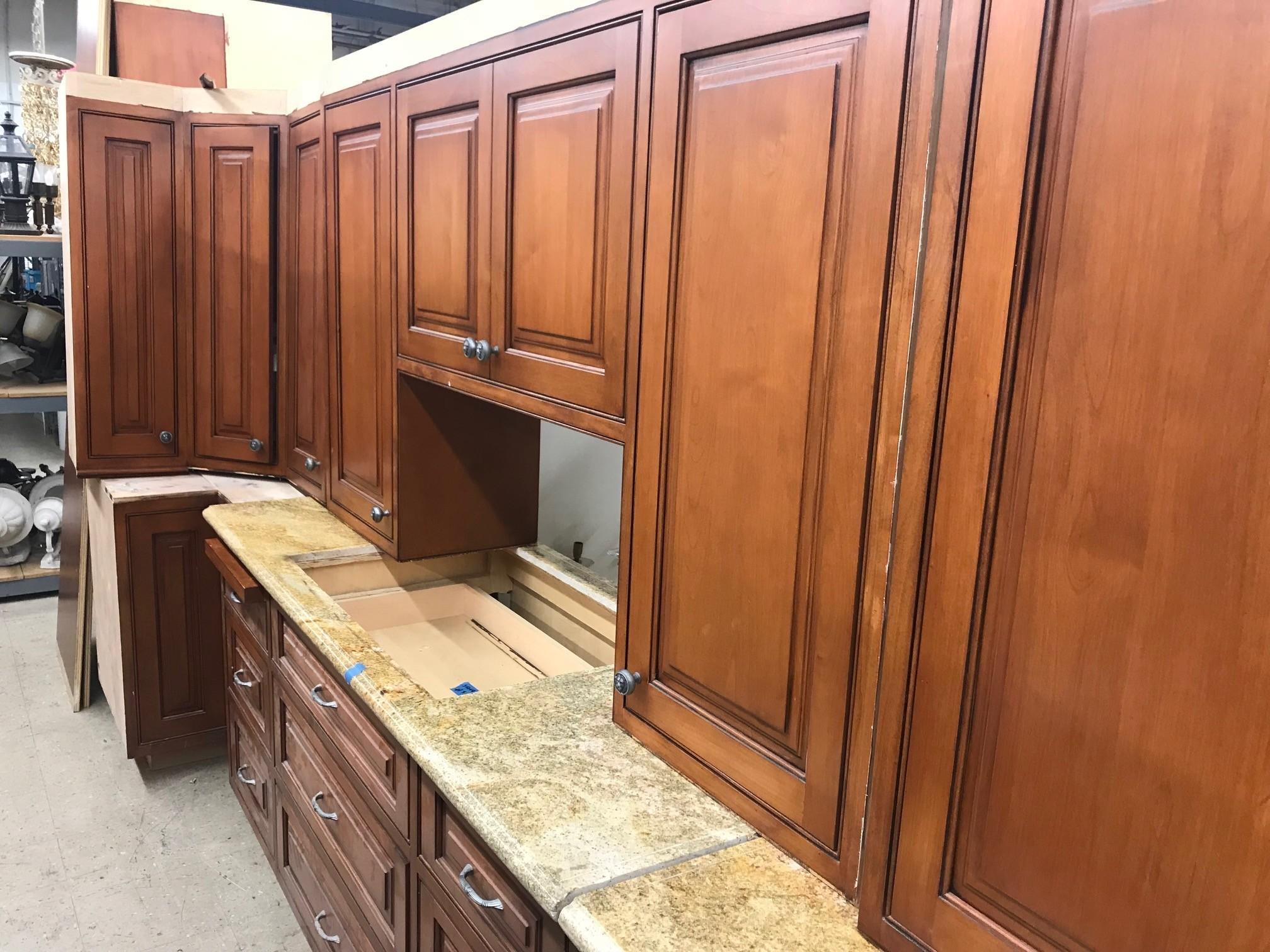 25 Feet Kitchen Cabinets B316 Diggerslist