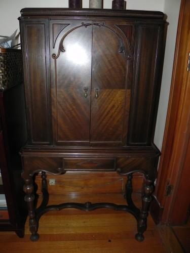 Antique Radio Cabinet | DiggersList