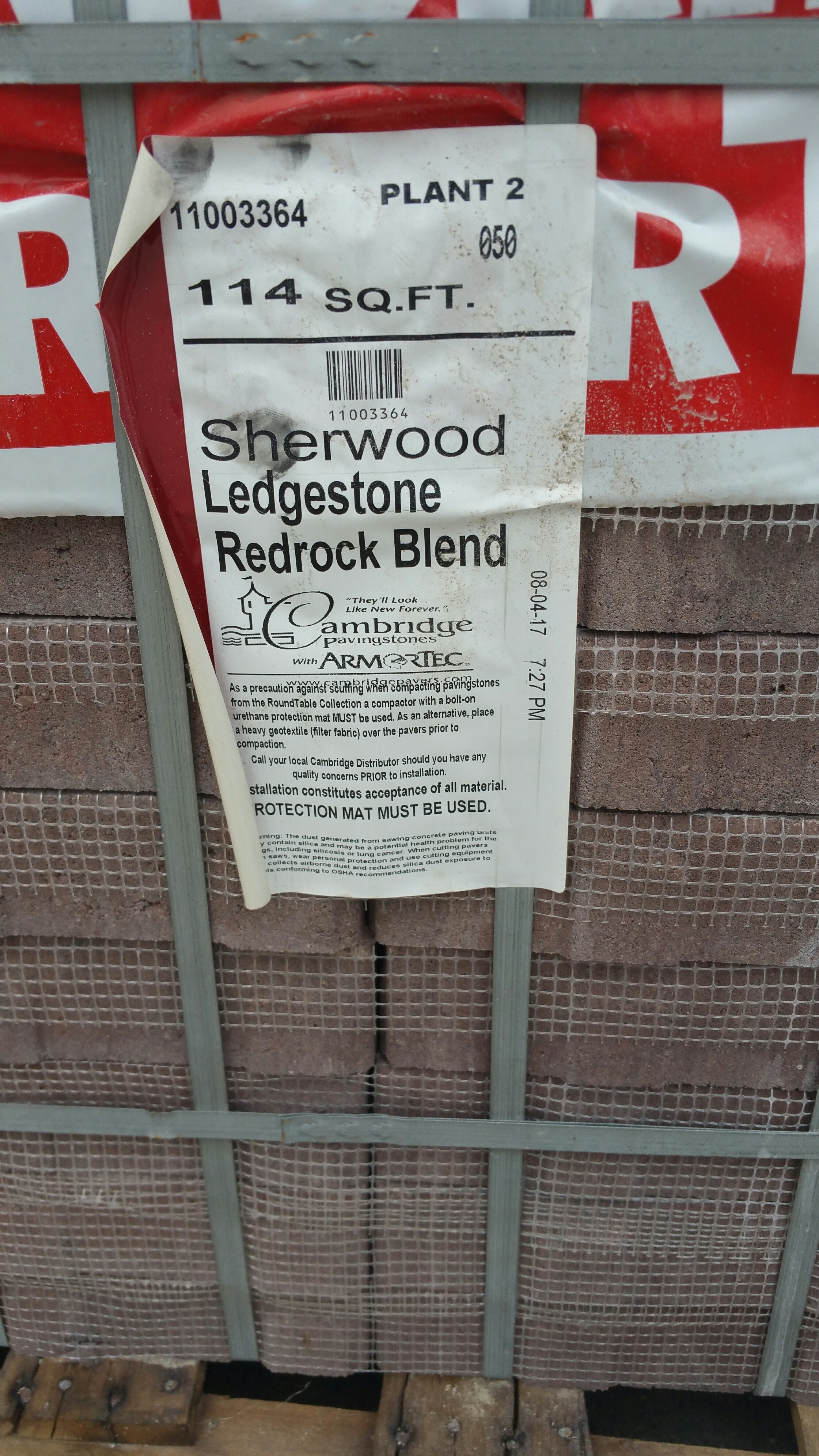1BRAND NEW PALLET OF CAMBRIDGE RED ROCK BLEND PAVERS