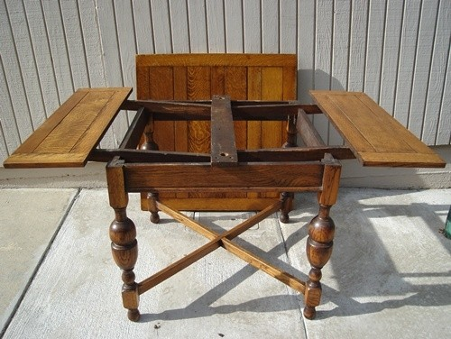 Genial Details: We Are Pleased To Offer This Wonderful Antique English Pub Table.