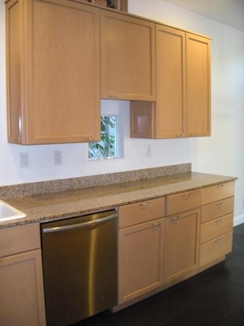 Maple Kitchen Cabinet with Granite Countertops   DiggersList on Maple Kitchen Cabinets With Granite Countertops  id=72727